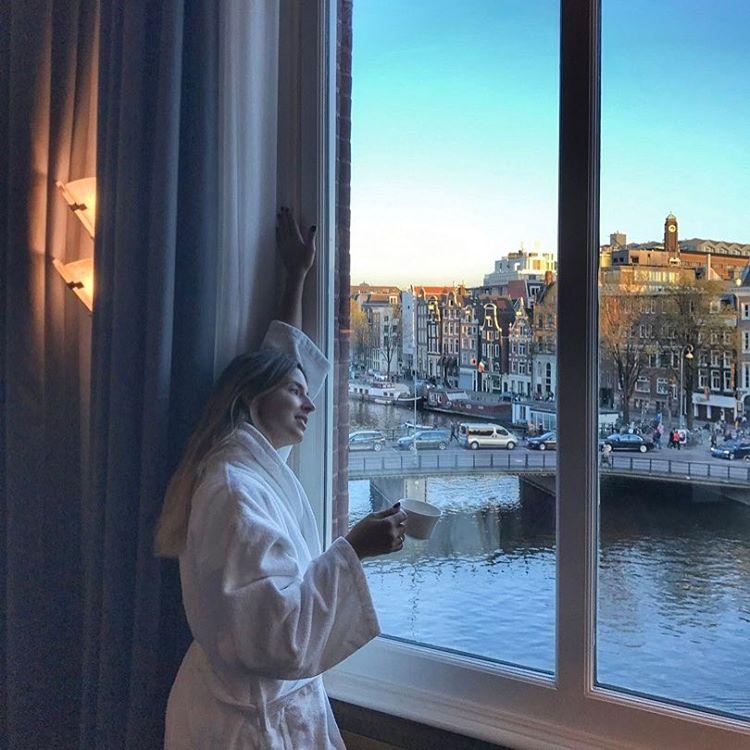 Passando na sua timeline para dizer que tem um post lindo no LeBlog falando sobre esse hotel maravilhoso de Amsterdam cheio de história, beleza e conforto. • @deleuropeams @leadinghotelsoftheworld  . #amsterdam #viagens #leblog #amazinghotel #beautifuldestination #viajante #travelgirl #travelblog #deleuropeams