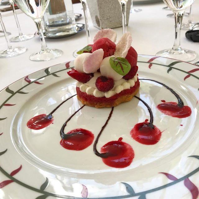 Desejo de sexta! Sobremesa do LORANGERIE! Restaurante gastronmico dentro dohellip