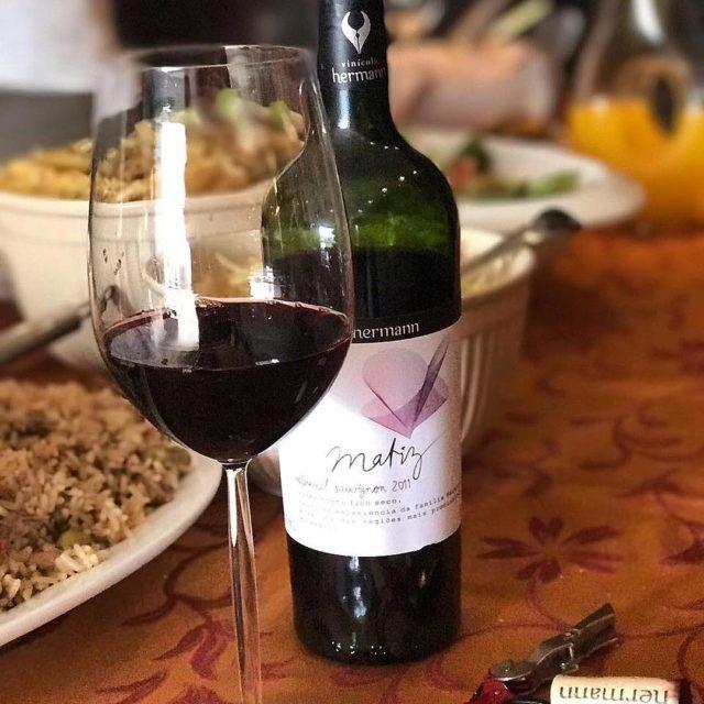 Vinho nacional delicia para o almoo especial de hoje! Umahellip
