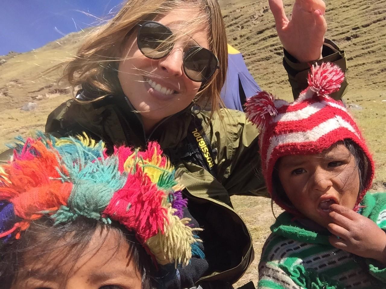 Crianças andinas, carinhosas e curiosas.