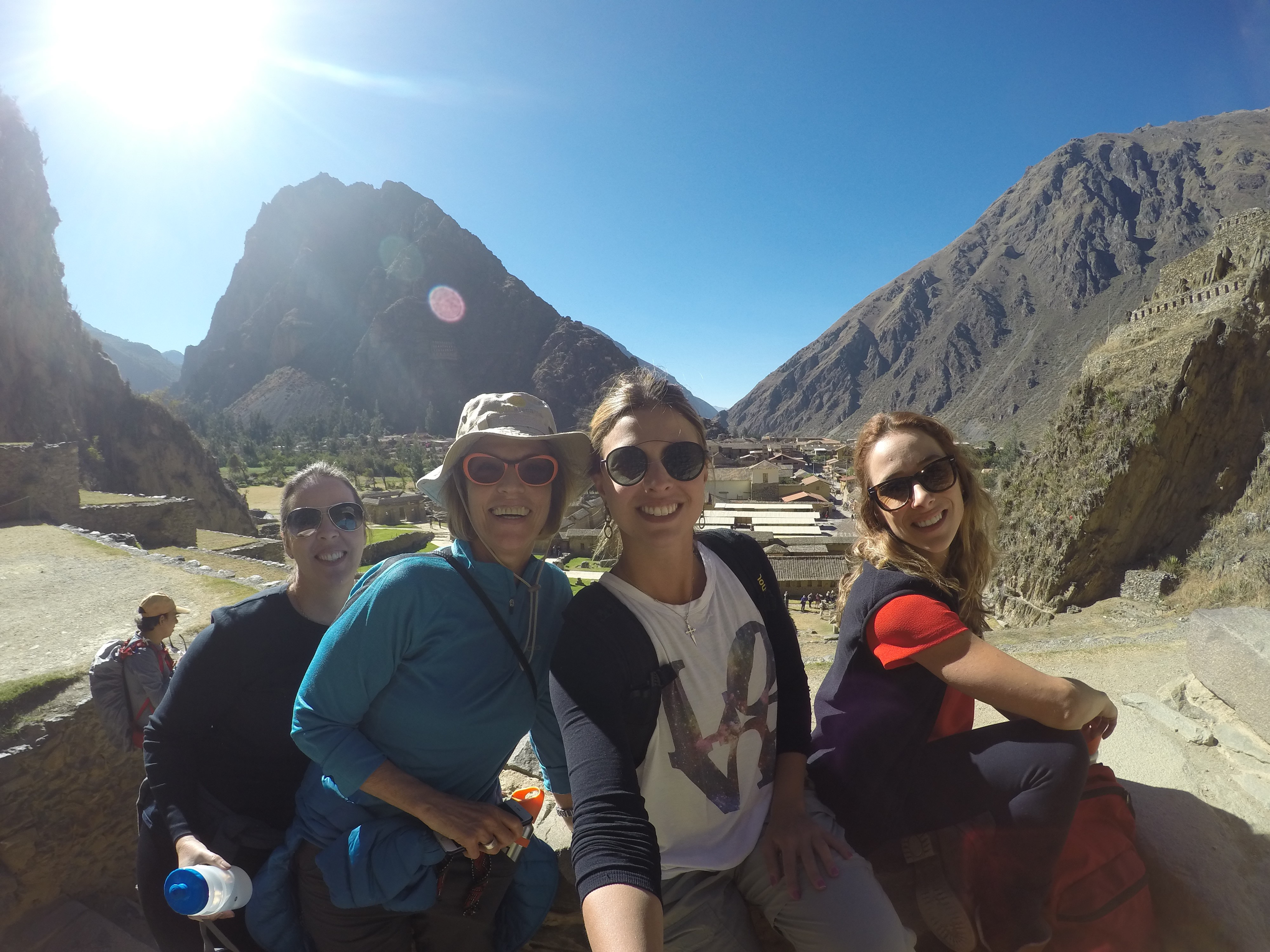 Cris, Caty, Paty e Jaque no Parque Arqueológico Nacional Ollantaytambo