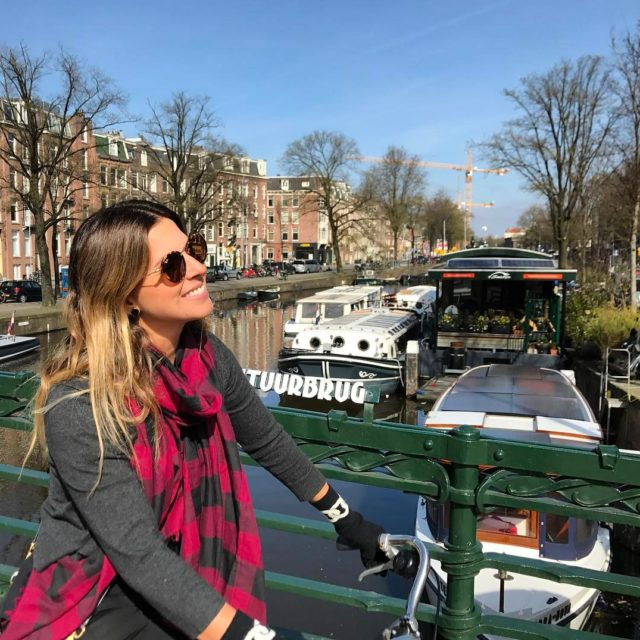 Cheguei em Amsterdam!! E est sol!!! Show! Belo dia parahellip