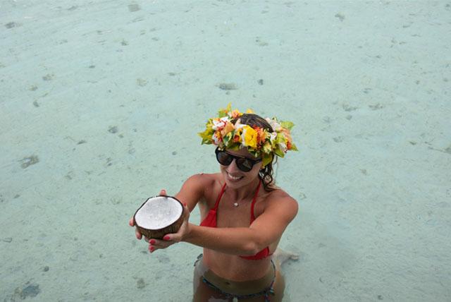 Com dois ícones do Tahiti, as flores e o coco