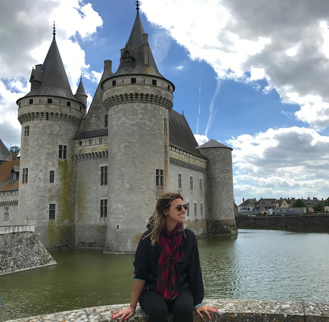 Sally-sur-Loire Vale do Loire France São mais de 300 castelos para serem visitados no Valle do Loire, somando todos, mais de 3.000.. É uma viagem linda e encantadora! As paisagens, os sabores, as histórias... realmente uma viagem inesquecível Começamos a viagem em Chartres, seguimos para Orleans, Chaumont-sur-Loire, e Amboise passando vários castelos. Embreve todos os detalhes no LeBlog! . . . #loirevalley #valedoloire #leblog #viagens #frança #turismonafranca #FranceFR #presstripvaledoloire2017 #airfrance #franceisintheair #travelblogger #travelgirl #viajante #leblog #travelgirl