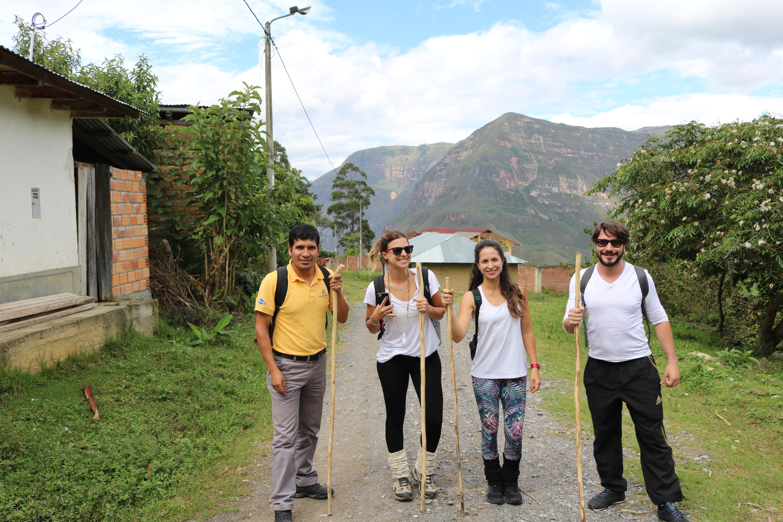 Começando a caminhada para a Cachoeira Gocta