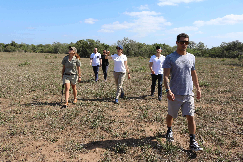 Um passeio a pé durante o safari
