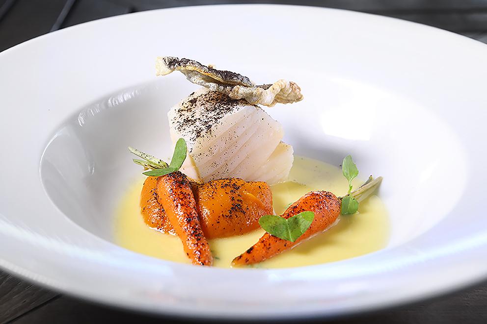 skye-natal-bacalhau-confitado-com-gengibre-baby-cenouras-caramelizada