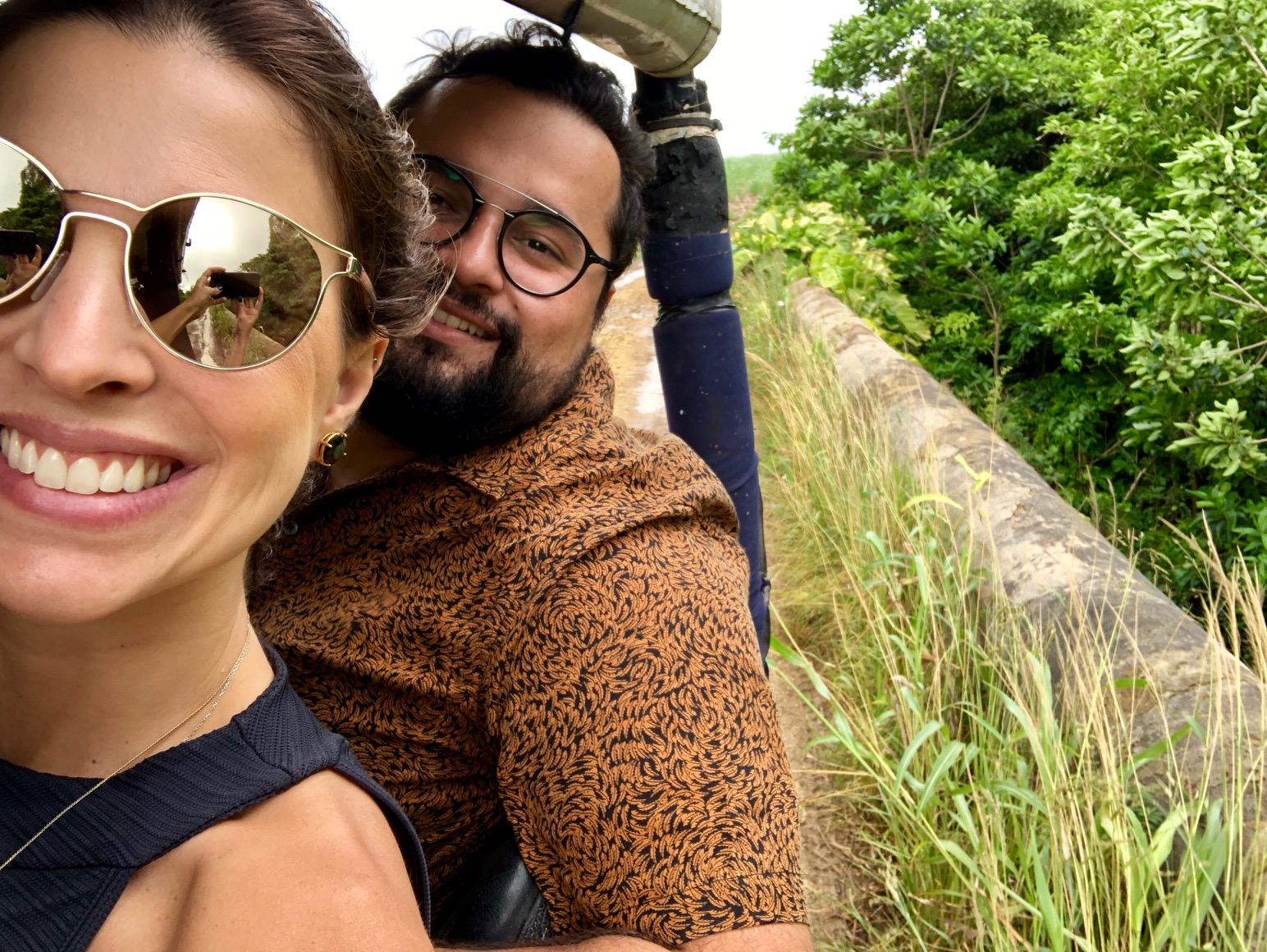 Patricia Mattos e Aloi durante o Safari pela Ilha