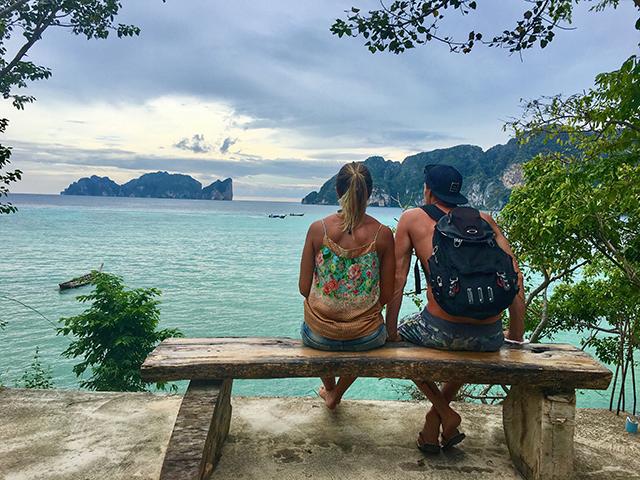 Vista na trilha para long beach, em Phi Phi Islands