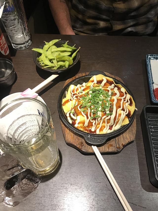 Okonomiyaki em um barzinho de Shibuya, Toquio