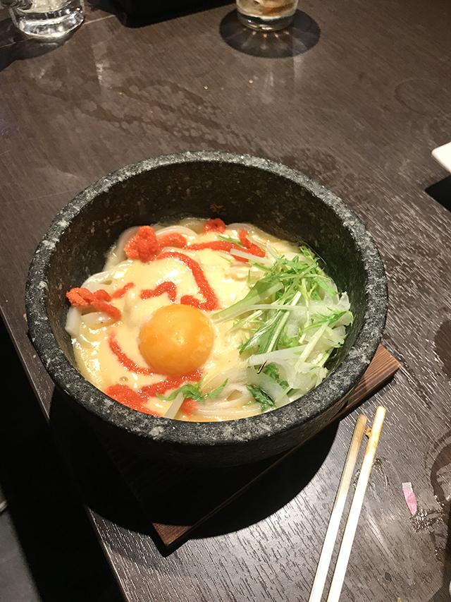 udon com uma gema de ovo por cima (muito comum)