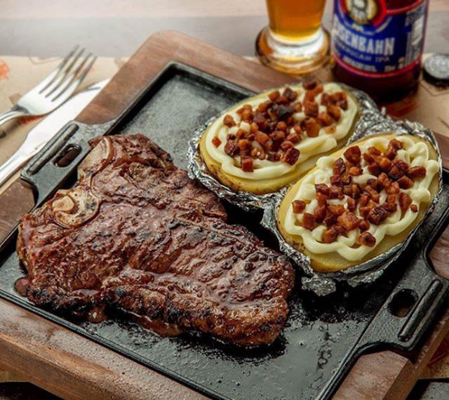 T-bone-acompanha-batata-plomo-recheada-com-queijo-cremoso-e-bacon