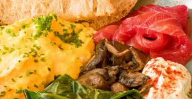 Botanikafé-Jardins_Ozzy-Breaky-pãoovoceboleteespinafrecoalhada-com-papricacogumelos-e-salmão-810x279