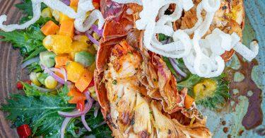 Langosta--plato-del-verano-en-OVO-Beach---1-