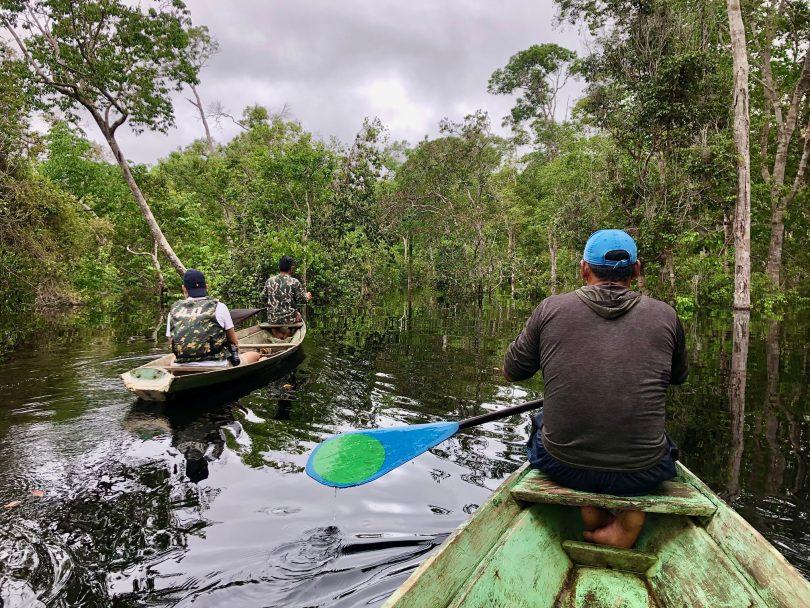 Passeio de canoa pelos Igapós